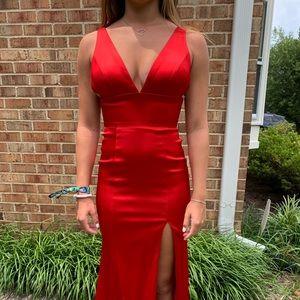 Sherri hill long red prom dress.  Satin   Size 0